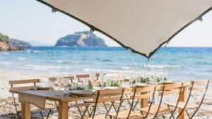 Déjeuner sur le sable